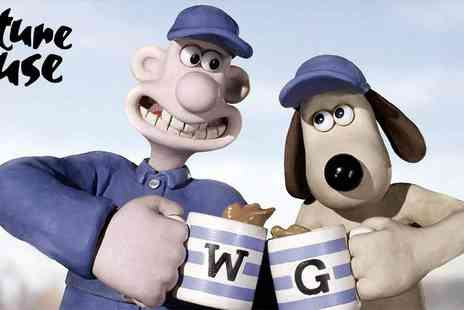 Wallace and Gromit - Scratch n Sniff Cinema present Wallace & Gromit, The Curse of the Were Rabbit - Save 0%