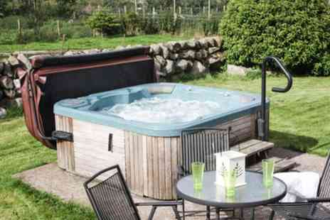 Meiklebob Holiday - Up to 3 Night Cottage Stay for Four, Six or 10 People - Save 0%