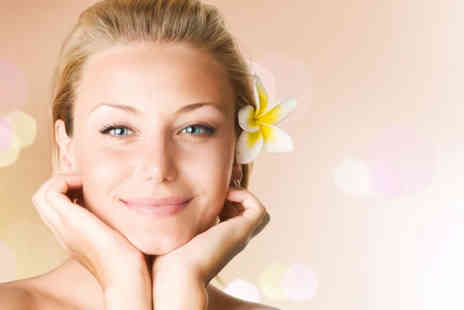 Nainas Beauty Box - 90 minute pamper package including a back, neck and shoulder massage and a bespoke facial - Save 59%