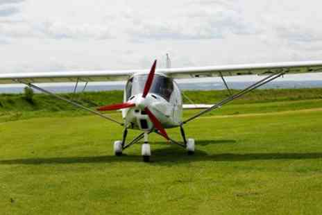 Two Two Fly - 30 minute flying lesson - Save 26%