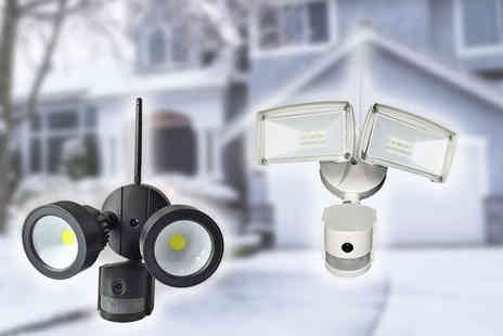 EnerJ - An outdoor security kit with IP camera and Led floodlight - Save 19%