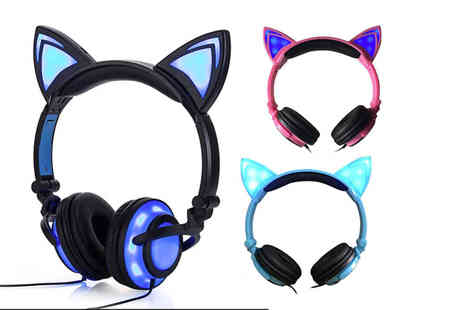 CN Hut - Pair of LED cat ear headphones - Save 78%