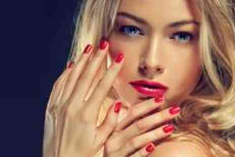 Beauty 2 - Full set of lashes, a full body spray tan and a gel coating on nails - Save 73%