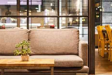 No1 Lounges - London Gatwick Airport lounge entry with food - Save 19%