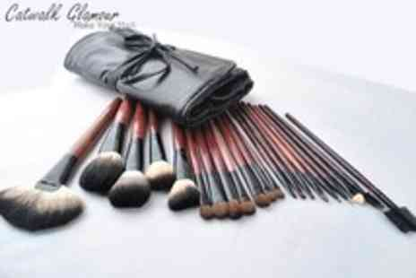 Catwalk Glamour - A set of 21 make up brushes made with real hair - Save 85%