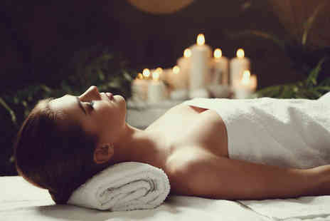 KnuSkin Advanced Skincare & Wellness Spa - Couples spa day including spa access for three hours, two mini treatments each, a glass of bubby, box of chocolates to share plus spa vouchers - Save 62%