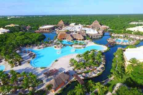 Grand Palladium White Sand Resort and Spa - Five star All Inclusive Paradise Next to the Mexican Beach - Save 37%