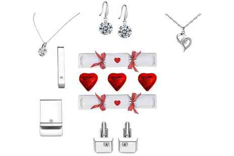 Taylors Jewellery - Set of Valentines Day crackers - Save 77%