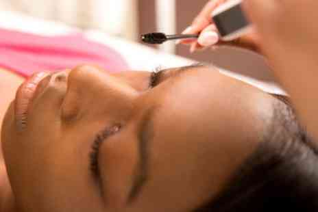 Amanda At There She Glows - Eyelash Lift and Tint - Save 47%
