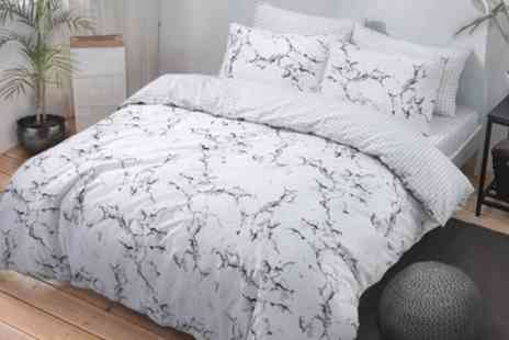 Groupon Goods Global GmbH - Pieridae Easy Care Reversible Duvet Set - Save 0%