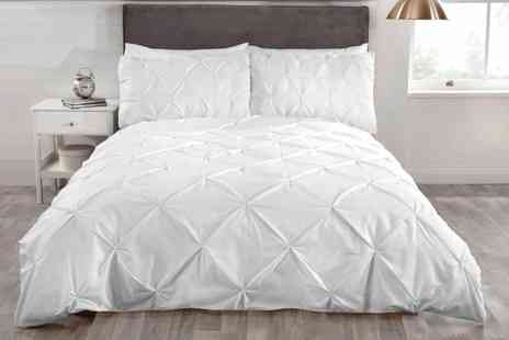Groupon Goods Global GmbH - Rapport Home Balmoral Pintuck Duvet Cover Set - Save 0%