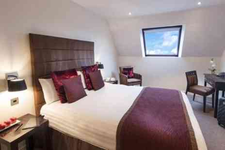 Mode Hotel - 1 or 2 Nights in Deluxe Land View Room with Breakfast and Glass of Prosecco - Save 44%