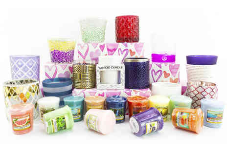 Yankee Bundles - Hearts gift box containing 8 assorted votives plus free votive holder - Save 63%