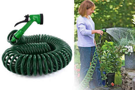 Direct2Public - 15m retractable garden hose with a five function spray nozzle - Save 71%