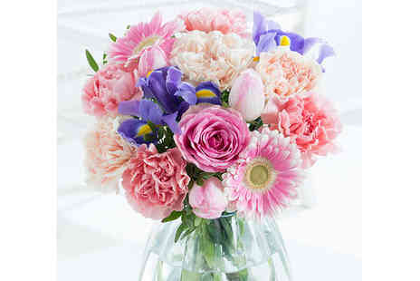 Flying Flowers - 30% Discount to use on a range of bouquets including delivery give as a gorgeous Mothers Day, birthday or anniversary gift - Save 0%