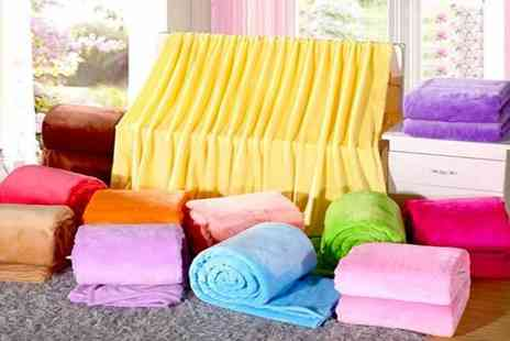 Backtogoo - Soft flannel blanket choose from three sizes and seven colours - Save 83%