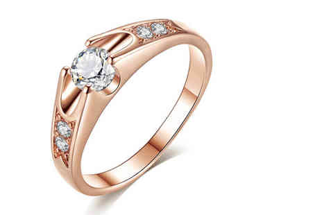 Your Ideal Gift - 18K gold plated ring made with crystals from Swarovski - Save 82%