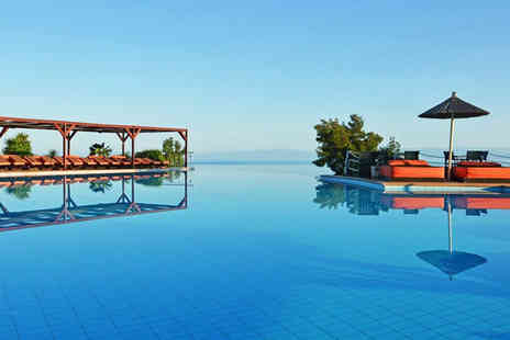 Super Escapes Travel - Seven nights all inclusive Halkidiki beach break with return flights - Save 28%
