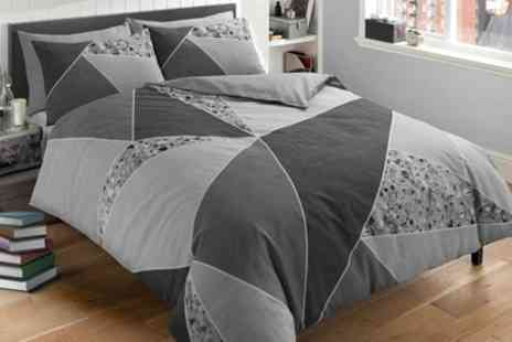 Groupon Goods Global GmbH - Pieridae Terrazzo Splice Duvet Set - Save 0%