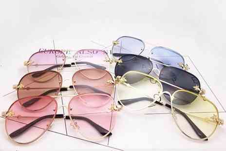 Wow What Who - Pair of oversize aviator sunglasses choose from four colours - Save 66%
