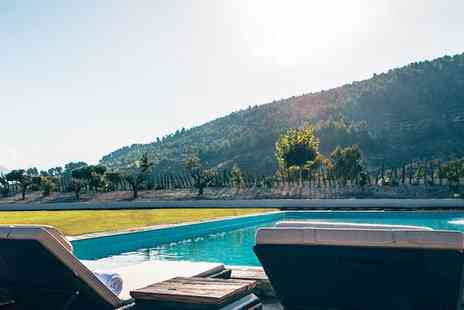 Hotel La Escondida - Secret Hideaway with Beautiful Mountain Views & Facilities for two - Save 70%