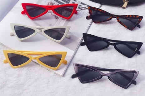 hey4beauty - Pair of retro 90s triangular sunglasses choose from six colours - Save 75%