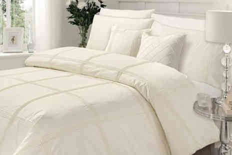 Groundlevel - Luxury Hamlet duvet cover set choose from four sizes and five colours - Save 64%