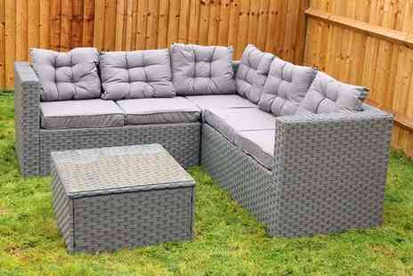 Dreams Outdoors - Five seater durable polyrattan garden furniture set or Polyrattan set with cover - Save 66%