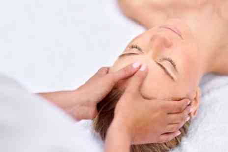 Glamorous Hair - Express Facial with Back, Neck and Shoulder Massage - Save 49%