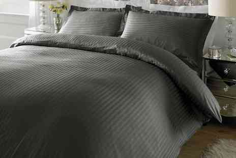 Groupon Goods Global GmbH - 300TC 100% Cotton Duvet Set - Save 0%
