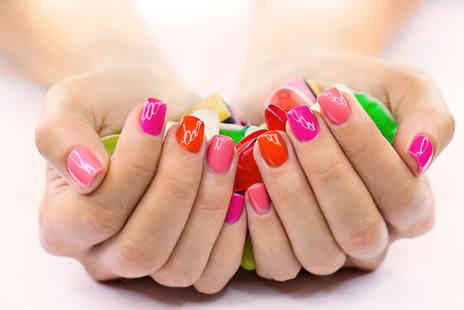 Val Ritz Beauty - Shellac manicure - Save 64%