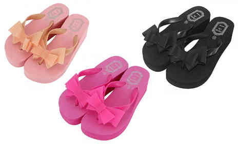 Backtogoo - Pair of platform bow flip flops choose from three colours - Save 75%