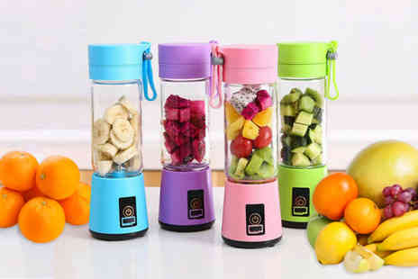 Wow What Who - Four blade portable blender choose from 4 colours - Save 67%
