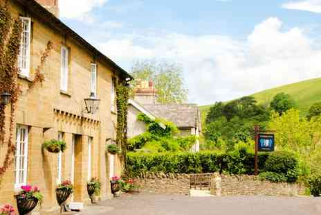 The Queens Arms - Two nights Somerset stay with dinner and bubbly - Save 39%