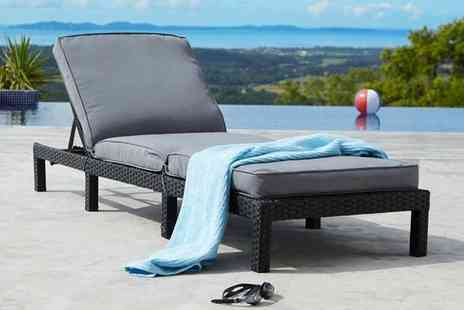 UKFurniture4U - Rattan sun lounger - Save 74%