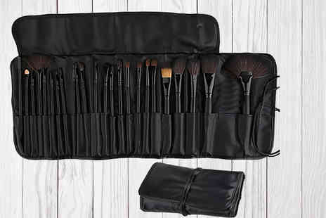 Forever Cosmetics - 24 makeup brushes with a pouch available in 2 colours - Save 73%