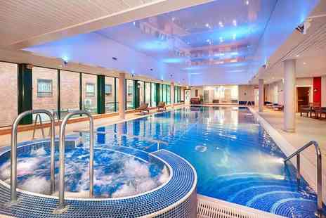 Hilton Bracknell - Full day leisure access pass for two people with a £10 treatment voucher each - Save 71%