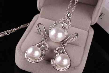 Spezzeee - Pearl necklace and earring set - Save 79%