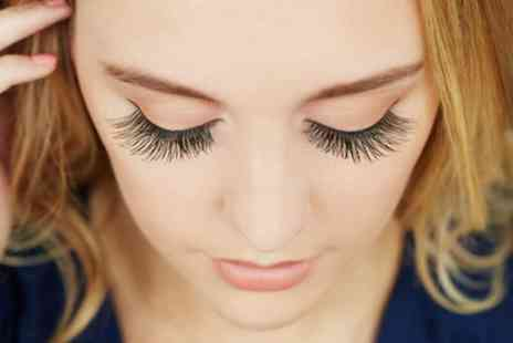 Bee Beautiful - 3D Semi Permanent Eyelash Extensions with Eyebrow Wax - Save 39%