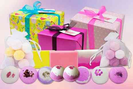 Bathtime Boutique - Bath bomb and soap set - Save 59%