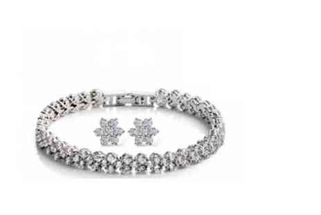 Solo Act - Crystal daisy earring and bracelet set - Save 77%
