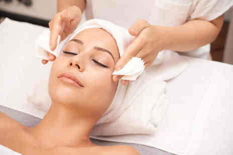 Smart Look Beauty - 40 minute Dermalogica prescriptive facial or 60 minute all in one facial treatment - Save 67%