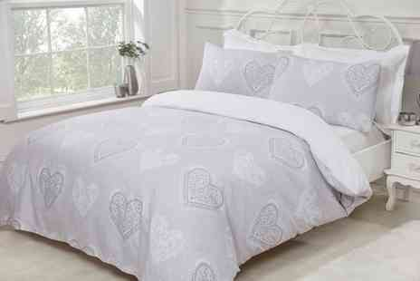 Groupon Goods Global GmbH - Pieridae Decorative Hearts Reversible Duvet Set - Save 0%