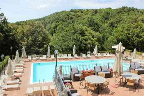 Relais i Piastroni - Indulgent Spa Stay in Quaint Hilltop Town for two - Save 54%