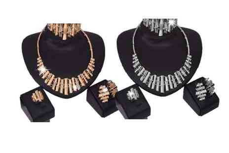 Voodoo Black - Four piece statement jewellery set made with crystals from Swarovski - Save 83%
