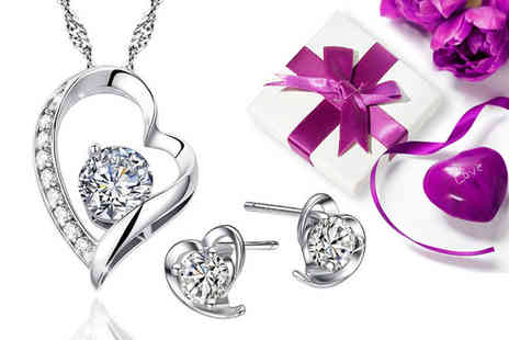 Sreema Fashion - Sterling silver dazzling heart necklace and earrings set - Save 60%