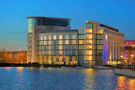 London Hotel Docklands - Queen Guest Room with Breakfast, Dinner, Fitness Room Access and Late Check Out - Save 55%
