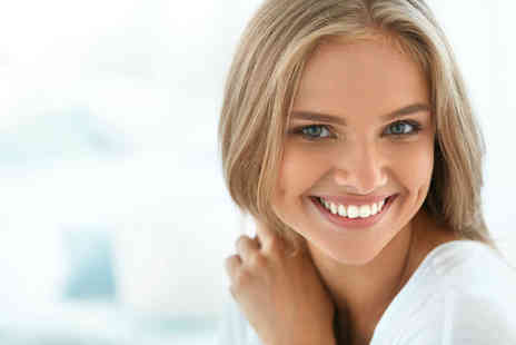 Heart Winning Smile - One session of Philips Zoom laser teeth whitening - Save 34%