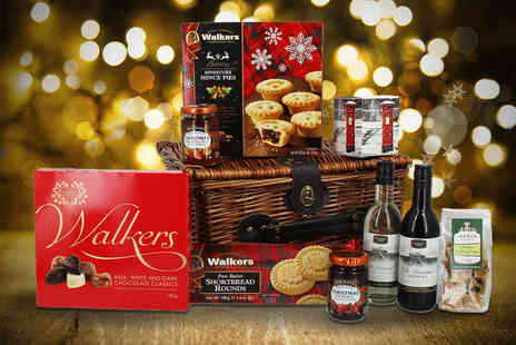 First4Hampers - Christmas wicker hamper including wine, Christmas pudding fudge, shortbread, mince pies, chocolate and more - Save 50%