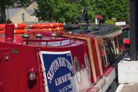 Skipton Boat Trips - Roast Dinner Cruise - Save 0%